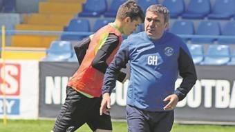 Gheorghe Hagi (vorne) macht seinen Sohn Ianis fit fürs Ausland.