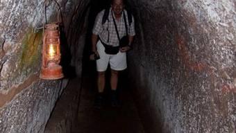 Reto Brader besichtigt das Höhlensystem von Vinh Moc, welches bis zu 300 Vietnamesen als Unterschlupf während dem Vietnamkrieg gedient hat. (Evelyne Brader)