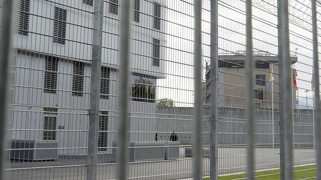 Bundesgericht rügt illegale Haftbedingungen in Champ-Dollon