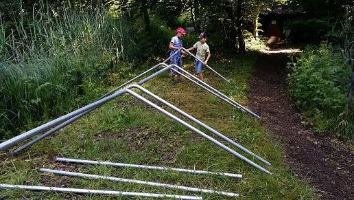 """beim Aufstellen der Zelte ist auch """"Kinderarbeit"""" erlaubt"""