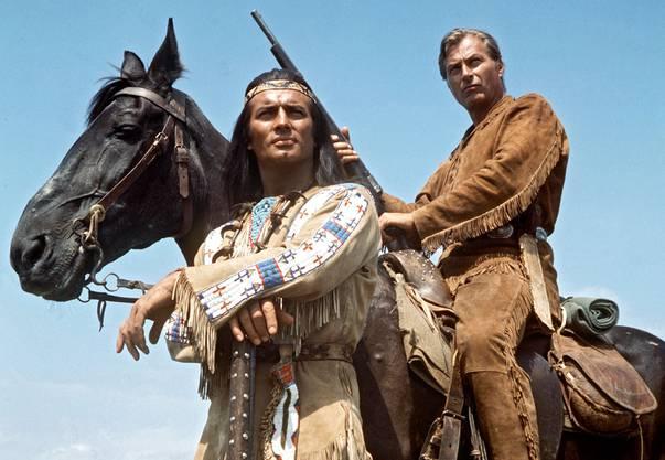 Die legendären Blutsbrüder Winnetou (Pierre Brice, links) und Old Shatterhand (Lex Barker).