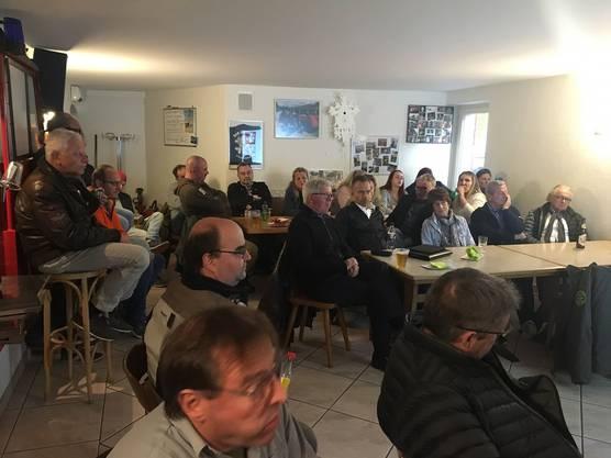 """Zum zweiten Referat """"Waffengesetz"""" von Sandro Strässle und Roger Bobillier gingen die 30 Mitglieder an die Wärme, da die Kälte doch langsam kam."""