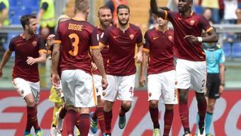 Antonio Rüdiger (rechts) jubelt mit seinen Teamkollegen über sein Tor zum 2:0 gegen Chievo