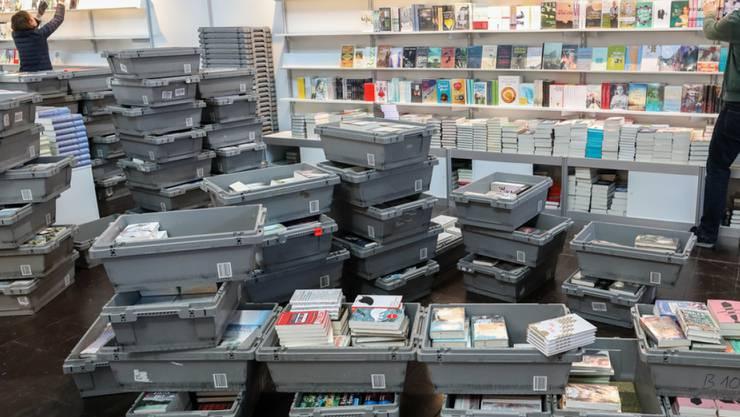 Inzwischen sind die Regale eingeräumt: Die Leipziger Buchmesse 2019 hat ihre Tore am Donnerstag für die Besucherinnen und Besucher geöffnet.