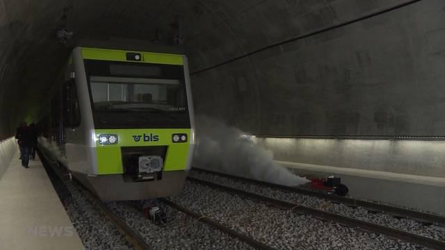 Blaulicht-Übung im neuen Eisenbahntunnel der BLS