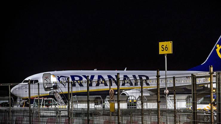 Wegen eines Streiks bleiben in Irland einige Ryanair-Flugzeuge am Boden. (Archivbild)