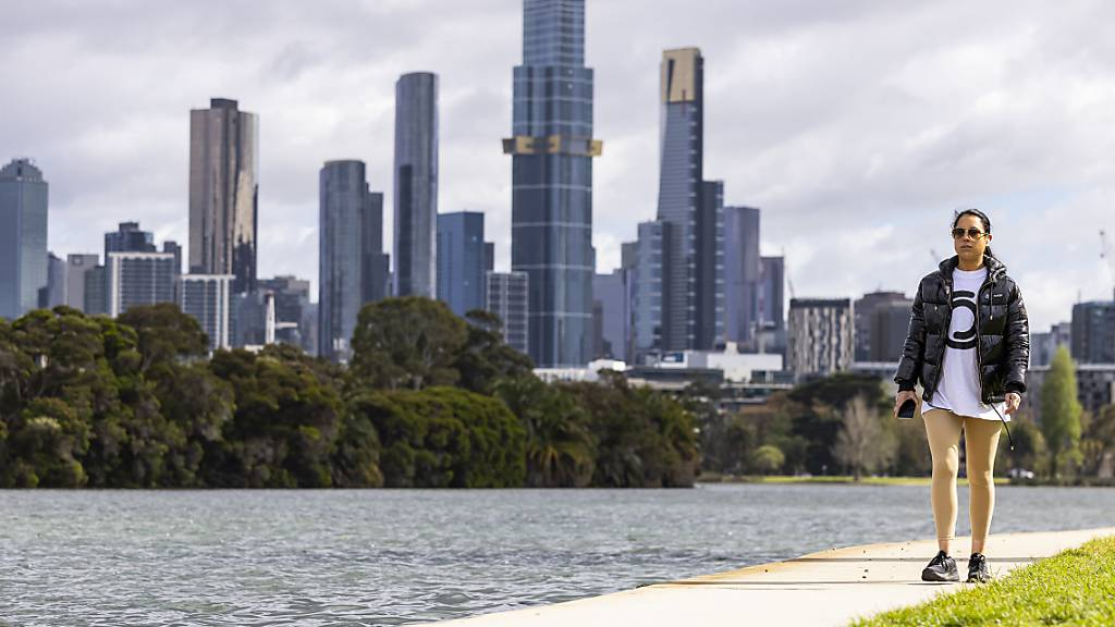 A person is seen exercising at Albert Park Lake in Melbourne, Monday, October 4, 2021. Melbourne has become the most locked down city in the world, surpassing the 245-day record set by Argentina's Buenos Aires. (AAP Image/Daniel Pockett) NO ARCHIVING