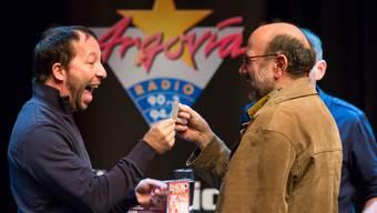 Grosse Überraschung: Jugendarbeiter Silvio Grosswiler gibt DJ Bobo dessen Ausweis zurück.