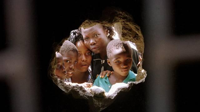 Loch in einer Gefängniszelle in Lagos nach einem Ausbruch (Archiv)
