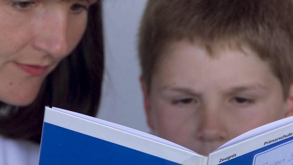 Das Schulzeugnis ist für die SVP unverzichtbar.