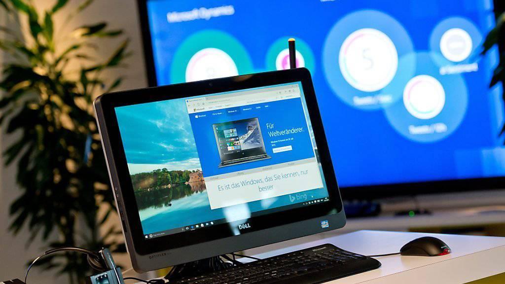 Ein Blick auf Windows-Computer im deutschen Hauptquartier - mit dem Auslieferungsstart von Windows 10 will der Software-Riese wieder durchstarten.