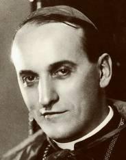 Alojzije Viktor Kardinal Stepinac wurde 1898 im kroatischen Krašić geboren. Er war ein römisch-katholischer Theologe. Stepinacs Rolle unter dem faschistischen Ustascha-Regime ist noch immer umstritten: Seine Kritiker werfen ihm vor, während des Zweiten Weltkriegs an der Ermordung tausender Serben beteiligt gewesen zu sein. Von seinen Anhängern wird er als Märtyrer verehrt, da er unschuldig im Gefängnis gesessen habe.Denn 1946 wurde Stepinac wegen der Zusammenarbeit mit dem Regime und der Zwangskonvertierung orthodoxer Christen verurteilt. Im Februar 1960 starb er. Unter Papst Johannes Paul II. wurde Stepinac 1998 seliggesprochen. Seine Heiligsprechung steht noch aus. 2016 hatte ein kroatisches Gericht das Urteil wegen Landesverrat gegen Stepinac aufgehoben. (SIL)