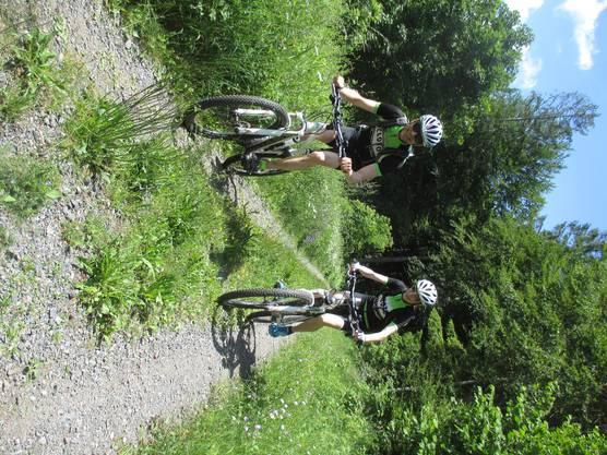 Die Biker geniessen die Trails im südlichen Schwarzwald.
