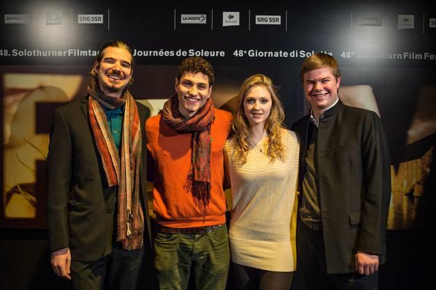 Regisseur Peter Luisi mit den Hauptdarstellers seines Films «Bosy are Us».