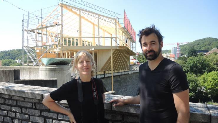 """""""Alles läuft nach Plan, bisher hatten wir keinerlei Probleme"""": Eliane Zgraggen, künstlerische Leiterin der Badenfahrt, und Peter Heusler, Architekt der OK-Bauten."""