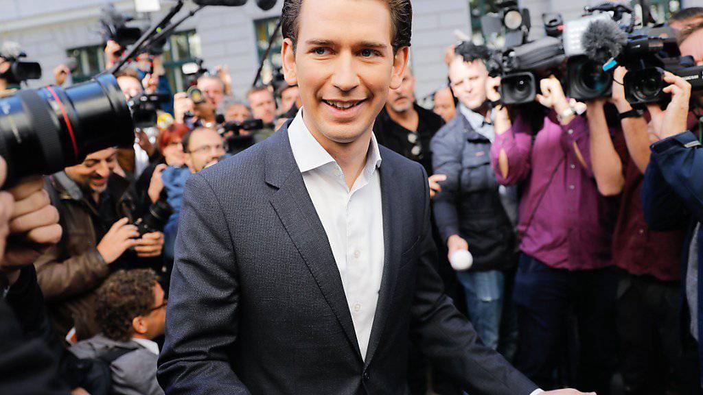 ÖVP-Chef Sebastian Kurz kann jubeln: Seine Partei hat nach Hochrechnungen die Parlamentswahl gewonnen.