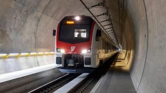 Noch verkehren die Züge testhalber durch den Ceneri-Basistunnel, das letzte Teilstück der Alpentransversale Neat. Aber bald rollen sie mit Passagieren durch die Röhre.