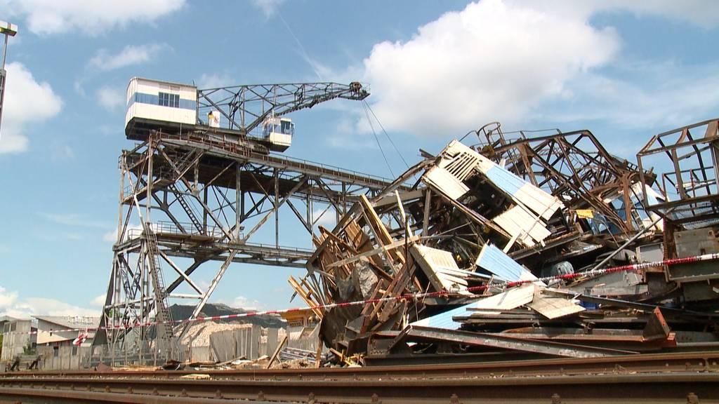 Unwetter: Eingestürzter Hafenkran und unterbrochene Openairs