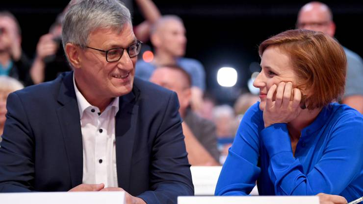 Wurden in Leipzig als Vorsitzende der deutschen Linken wiedergewählt - wenn auch ohne Glanz: Bernd Riexinger (l) und Katja Kipping (r).
