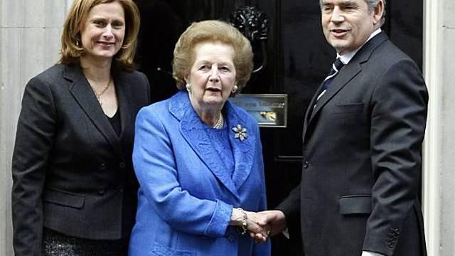 Margaret Thatcher besucht Gordon Brown und seine Frau
