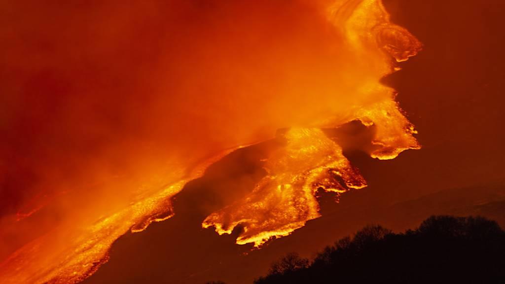 Vulkan Ätna auf Sizilien kommt nicht zur Ruhe - Hohe Lava-Fontänen