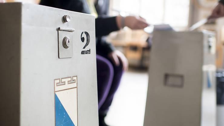 Zürcher Gemeinden sollen wegen der Corona-Pandemie Abstimmungen von den Gemeindeversammlungen an die Urne verschieben können. (Symbolbild)