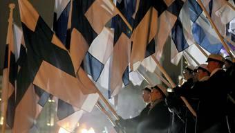 Die finnische Nationalflagge ist am heutigen 6. Dezember überall zu sehen: Das Land feiert seinen 100. Geburtstag. Imago