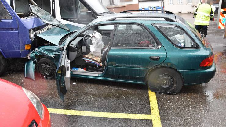 Das Unfallfahrzeug kollidierte mit drei weiteren Fahrzeugen.