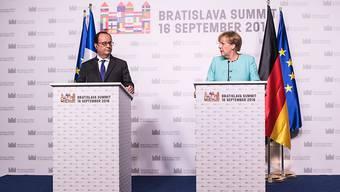 Der französische Präsident François Hollande und die deutsche Kanzlerin Angela Merkel präsentieren die Ergebnisse des EU-Sondergipfels in Bratislava.