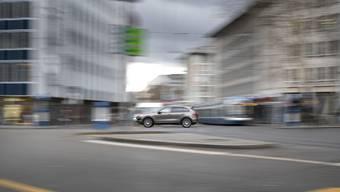 Das kantonale Strassengesetz lässt den beiden verkehrspolitisch links tickenden Grossstädten Zürich und Winterthur freie Hand in Strassenangelegenheiten.