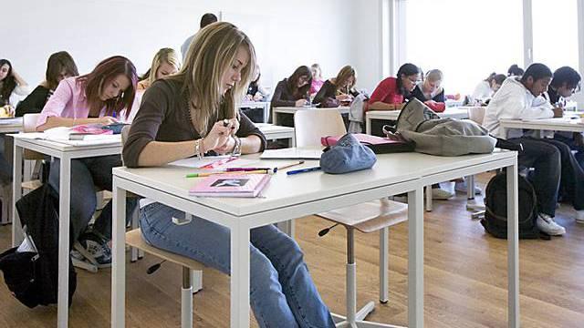 Die Idee des Langzeitgymnasiums für die besten Schüler stösst in Lehrer- und Rektorenkreisen auf heftige Kritik. Symbolbild)