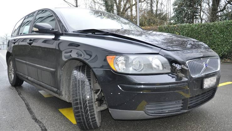 Der am Unfall beteiligte schwarze Volvo V50.