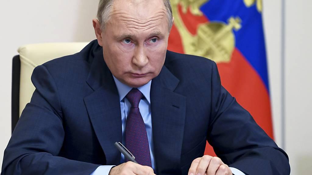 Putin lobt sich für Waffenruhe in Karabach
