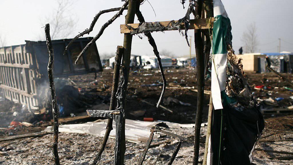 Teile des Flüchtlingscamps in Calais sind mittlerweile von den Behörden geräumt worden. (Archivbild)