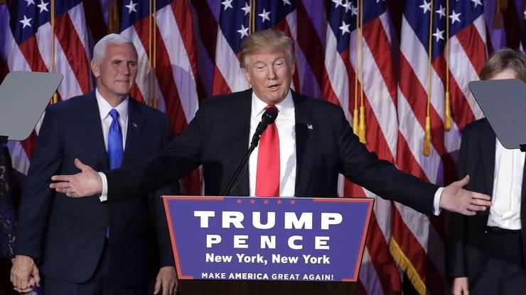 In seiner ersten Rede spricht zu seinen Anhängern und zum amerikanischen Volk.