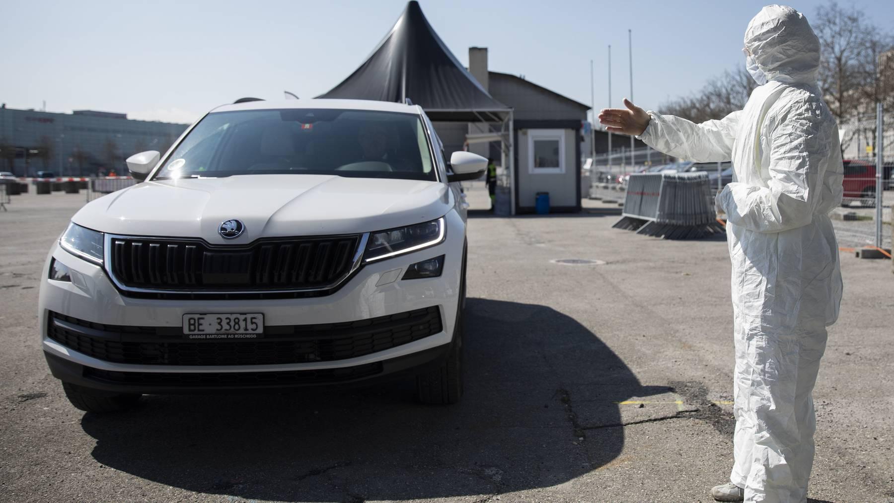 Im Frühling konnte man sich auf dem Bernexpo-Gelände in Bern im eigenen Fahrzeug testen lassen. Nun nimmt das Testcenter den Betrieb wieder auf.