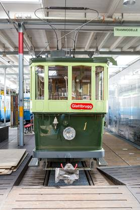 war neben der Strassenbahn Limmattal die Privatbahn, die am längsten mit der Städtischen Strassenbahn Zürich (StStZ) konkurrierte: Die StStZ übernahm sie im Jahr 1931. Bis zu acht private Unternehmen lancierten in der Anfangszeit das Tram in Zürich. Sie bauten das in den Grundzügen bis heute bestehende Zürcher Tramnetz.