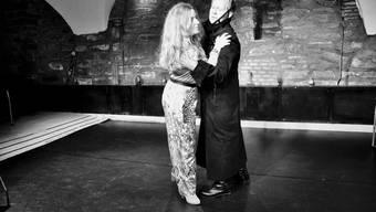 Nina Valotti als Bradamante und Fabrice Raviola als Artlante in «Angelica, vincitrice di Alcina» von Johann Joseph Fux, der Jubiläumsproduktion der Oper im Knopfloch, die 1999 von der Sängerin Rosina Zoppi gegründet wurde.