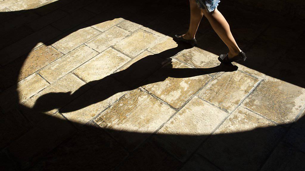Im Kampf gegen sexuelle Übergriffe soll die Bischofskonferenz über eine neue Massnahme für das Kirchenpersonal abstimmen. (Symbolbild)