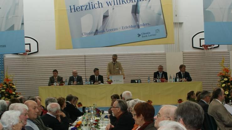 Generalversammlung der Clientis Bank: In der Sporthalle Schöftland blieb kein Stuhl leer.