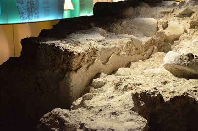 So stammen die  verputzten Teile etwa aus Karolingischer Zeit.