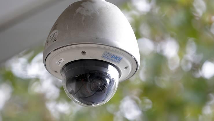 Der Stein des Anstosses: Rund 600 Überwachungskameras an Zürcher Schulhäusern.JPG