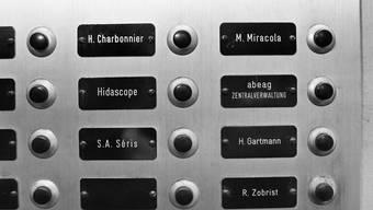 Ab dem 12. Jahrhundert wurden die Rufnamen um Zusätze ergänzt. Daraus entwickelten sich die heutigen Familiennamen.
