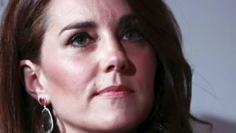 """Nach der Veröffentlichung von Nacktfotos verlangt Herzogin Kate vom Klatschmagazin """"Closer"""" 1,5 Millionen Euro Schadensersatz."""