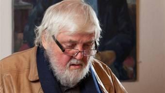 Kurt Hediger vor einem Porträt von Historiker Urs Bitterli, Gränichen. Peter Siegrist