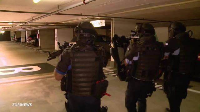 Widmer erschreckt Schüler mit Sturmgewehr