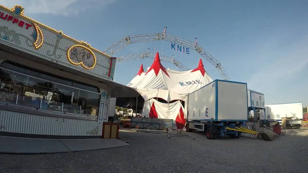 Circus Knie ist in Aarau angekommen – verfolgen Sie den Zelt-Aufbau im Zeitraffer