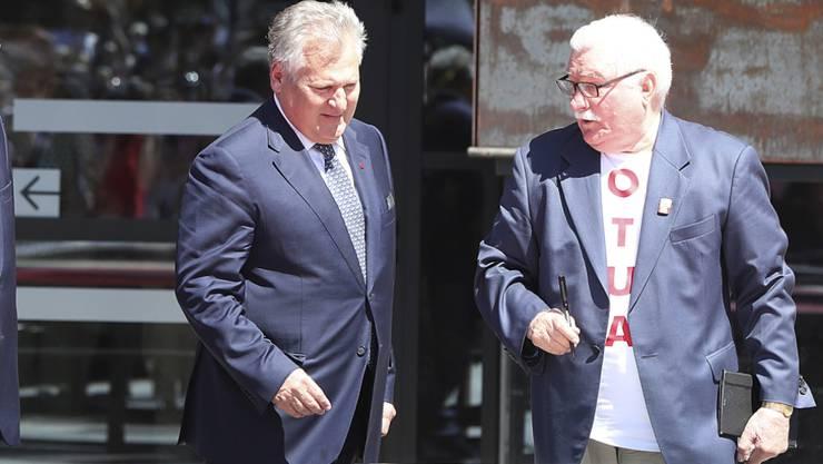 Die früheren polnische Präsidenten Bronislaw Komorowski (l), Aleksander Kwasniewski (Mitte) und Lech Walesa unterzeichneten eine Danziger Erklärung von Freiheit und Solidarität, in der die Ereignisse von 1989 gewürdigt wurden.