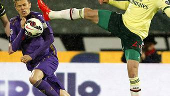Milans Van Ginkel (r.) mit gestrecktem Bein gegen Josip Ilicic.
