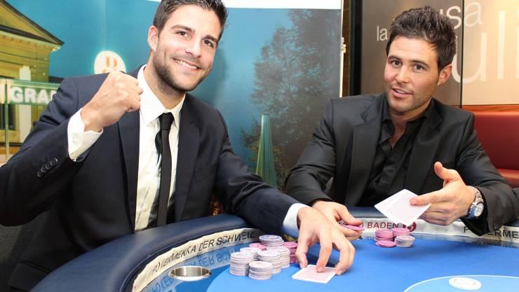 Ex-Mister Schweiz Luca Ruch triumphiert am Pokertisch gegen seinen Nachfolger Sandro Cavegn.